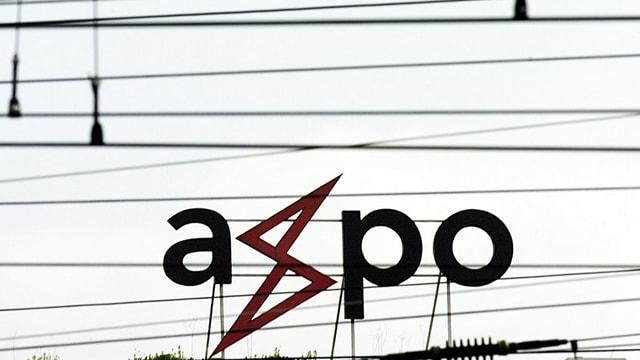 Das Logeo der Axpo in einem Netz von Stromleitungen