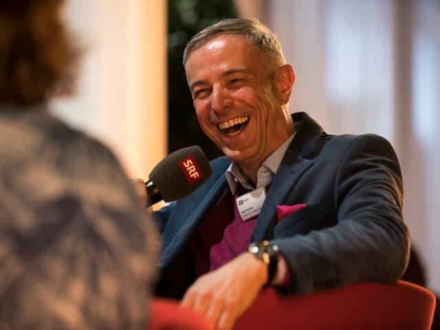 Moderator Dani Fohrler führt durch die Sendung «Treffpunkt».