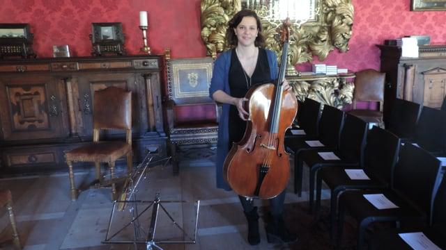 Maja Weber cun il celo Stadivari cun il num Suggia dal 1717