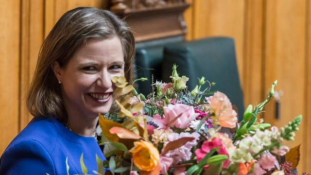 Christa Markwalder (PLD) survegn in matg fluras suenter ch'ella è vegnida elegida sco presidenta dal Cussegl naziunal.
