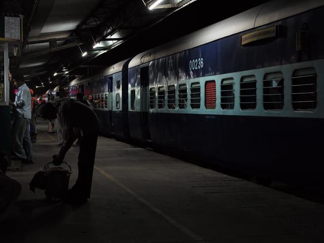 Ein Bahnhof in Abendstimmung