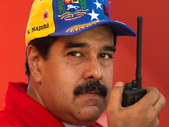 Präsident Nicolàs Maduro hält sich an der Macht