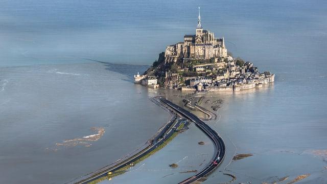 Mont-Saint-Michel auf einer undatierten Aufnahme.