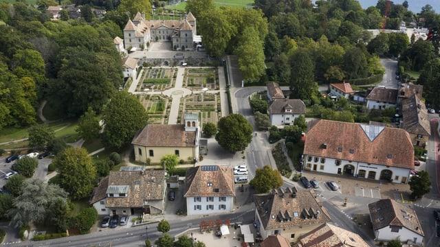 Blick auf einen historischen Ortskern.