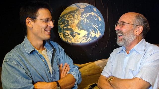 Ils dus astronoms svizzers  Didier Queloz (san.) e Michel Mayor.