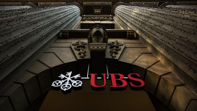 Ein Eingangsportal zur UBS.