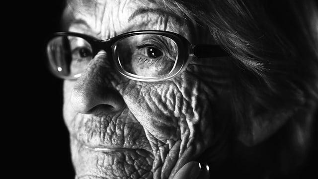Schwarzweiss-Porträt von Brunhilde Pomsel