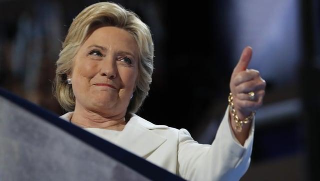 Hillary Clinton mussa il polesch ad aut.