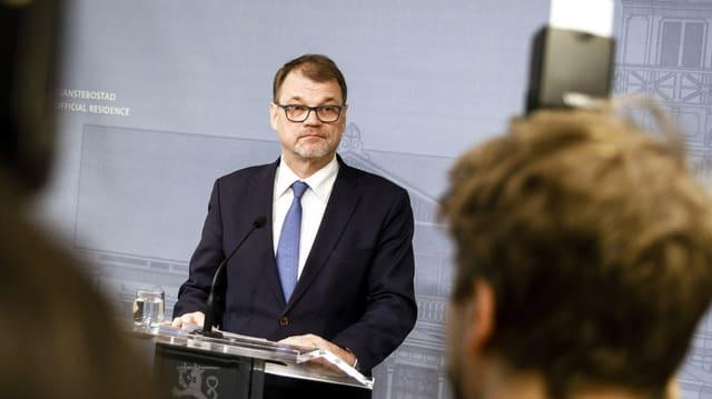 Juha Sipilä vor den Medien