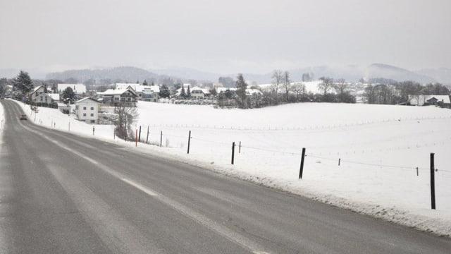 Blick aufs Dorf im Winter.