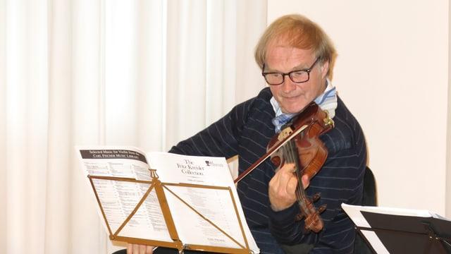 Alexandre Dubach spielt Geige.