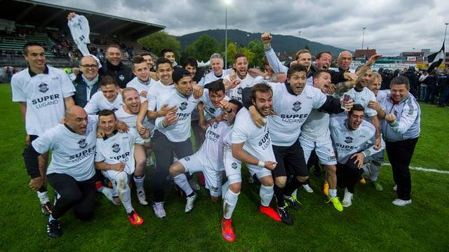 Il club da ballape da Lugano sa legra da la promoziun en la Super League.