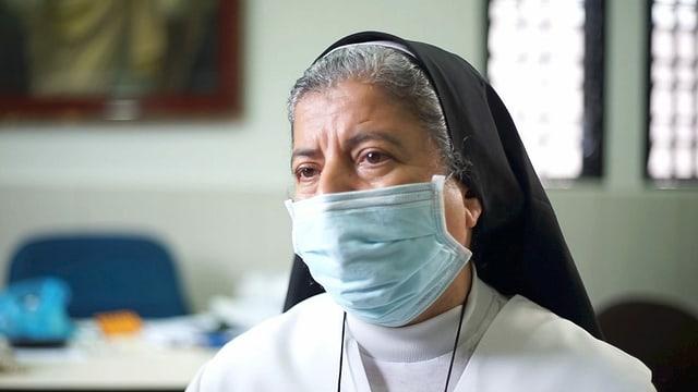 Das Porträtfoto einer Nonne.