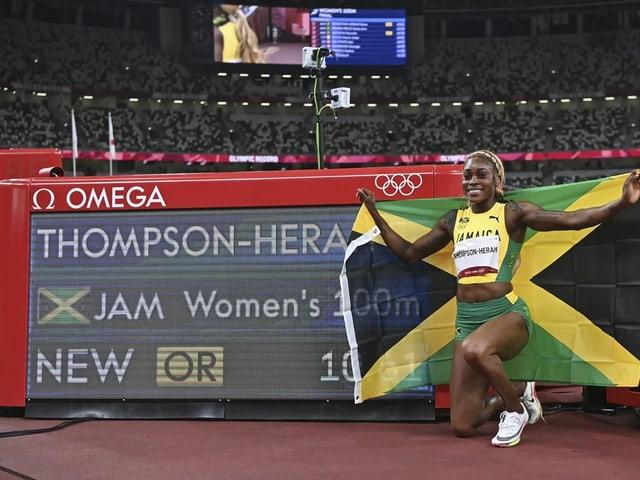 Elaine Thompson-Herah posiert vor ihrer Bestmarke