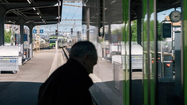 Bahnhof der BLS.
