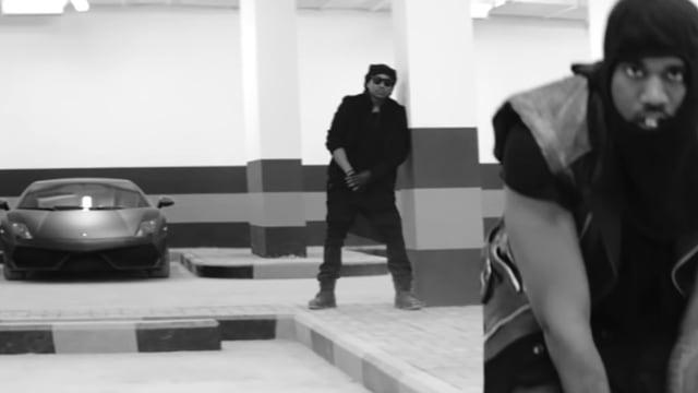 Rapper, Tiefgarage, schwarzer Lamborghini im Hintergrund