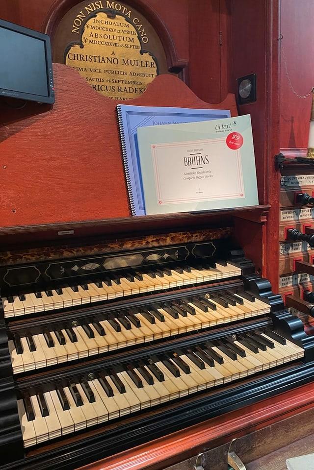Die Tasten einer Orgel