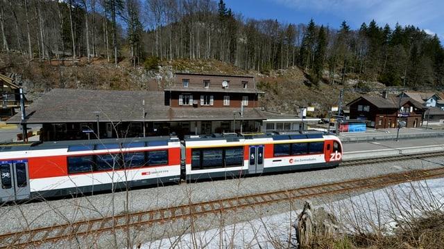 Ein Zug der Zentralbahn auf dem Brünigpass (Archivbild).