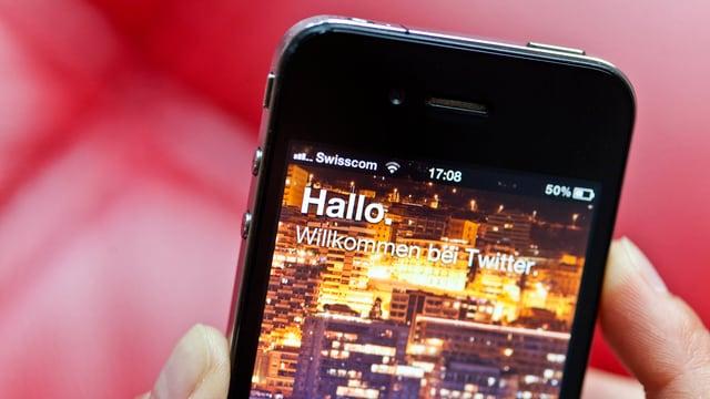 Der Willkommen-Bildschirm von Twitter auf einem Smartphone.