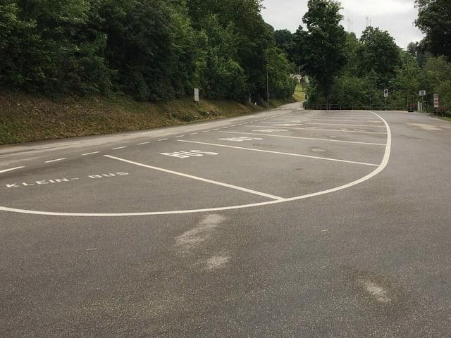 Leerer Parkplatz am Rheinfall