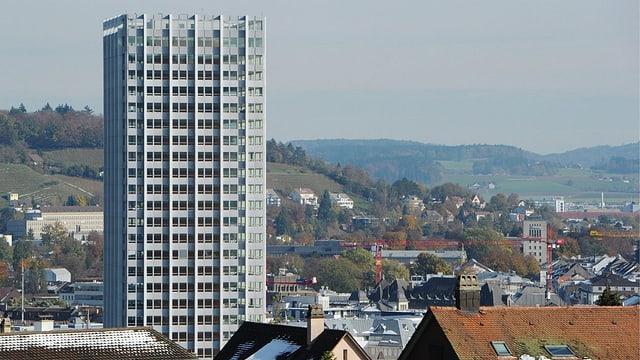 Blick auf die Stadt Winterthur mit dem markanten Sulzer-Hochhaus.
