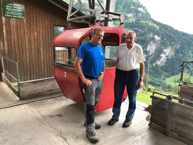 Ueli Schmitter, Präsident Seilbahnverband Nidwalden (links), und Bergbauer Josef Durrer.