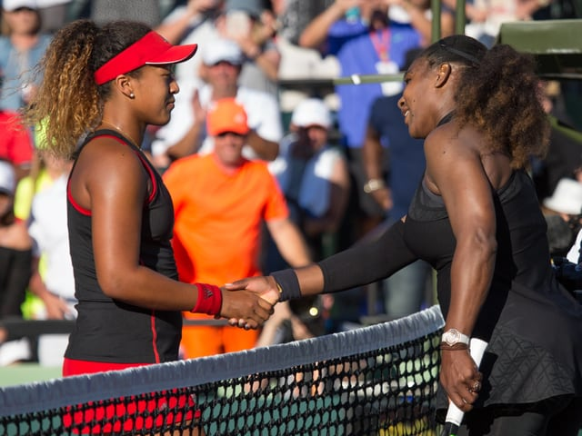 Naomi Osaka und Serena Williams.