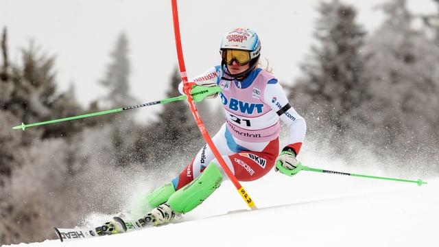 La skiunza svizra Denise Feierabend
