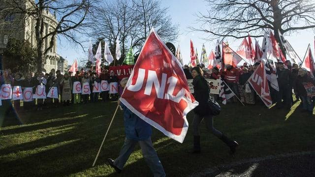 Gewerkschaft mit Flaggen