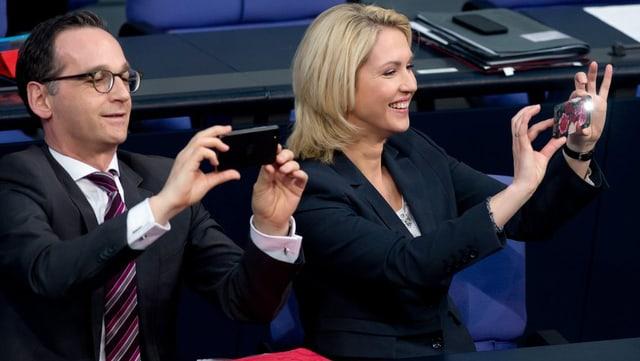Ils ministers Heiko Maas e Manuela Schwesig fan ina fotografia