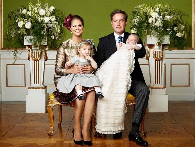 Royale Familie mit zwei Kindern