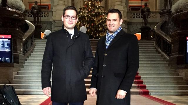 Zwei Personen im Bundeshaus