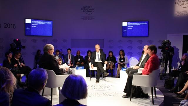 Ina runda da discussiun al WEF 2016.