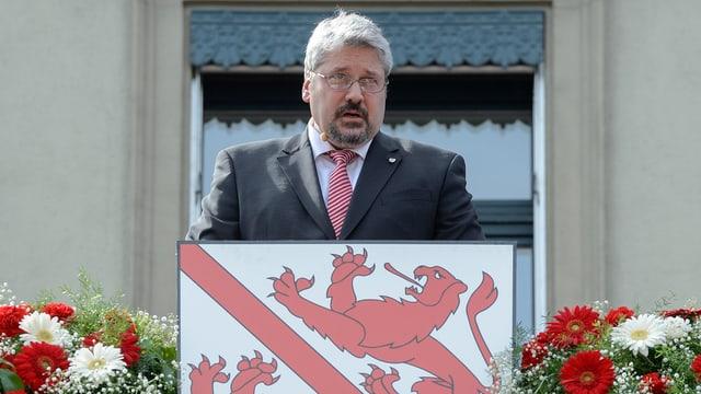 Michael Künzle mit Wappen