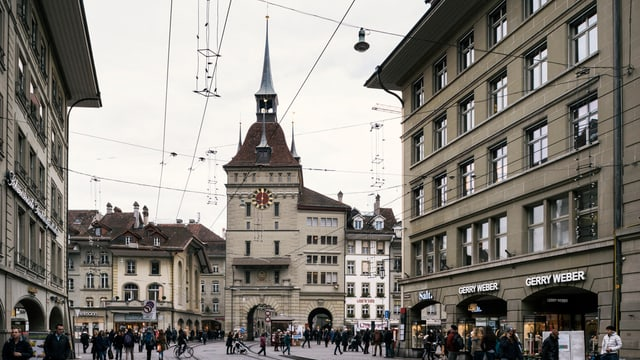 Der Berner Käfigturm in der Bildmitte.