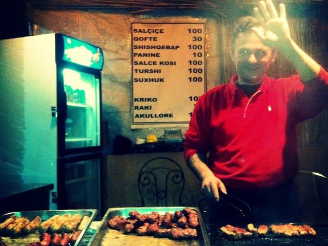 Mini-Grill an der Shëtitorja Murat Toptani