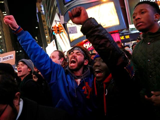 Wütende Demonstranten am Time Square