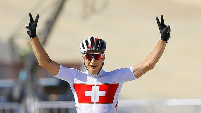 Il ciclist grischun, Nino Schurter gudogna aur als Gieus europeics a Baku.