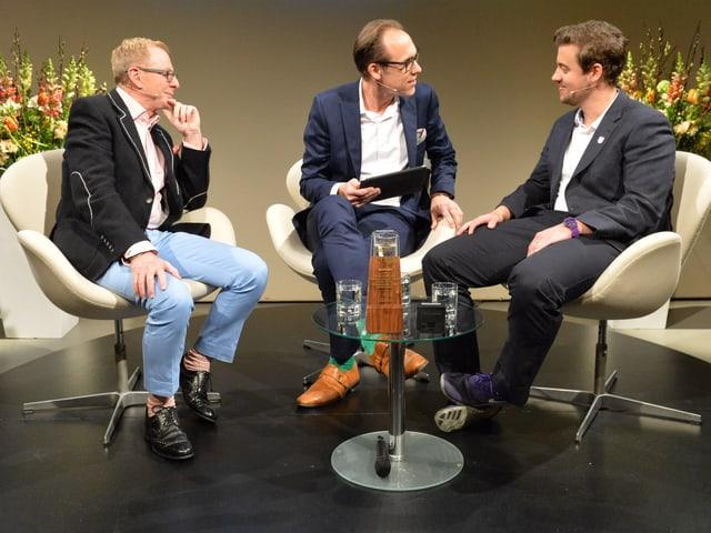 Kurt Aeschbacher, Christian Zeugin und Kevin Hirt im Gespräch.
