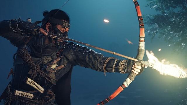 Ein Samurai mit Maske, Feuerpfeilen und Bogen.
