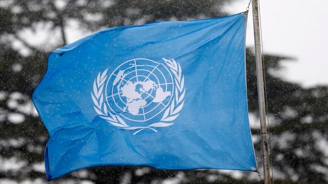 UNO-Flagge weht vor dem Genfer Hauptsitz (Aufnahme von März 2016).
