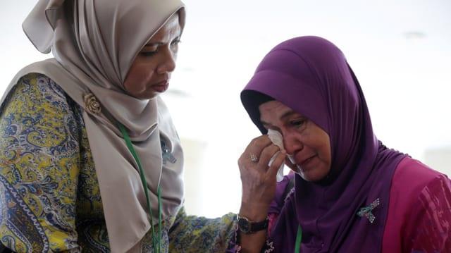 Angehörige von Opfer bei der Präsentation des Berichts.