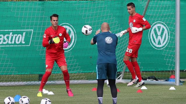 Diego Benaglio und Koen Casteels beim gemeinsamen Training.