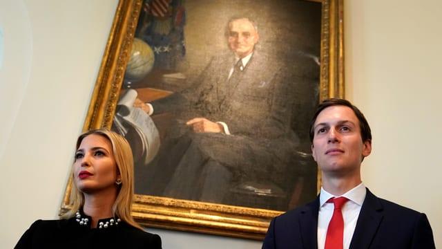 Kushner und Ivanka Trump vor einem Gemälde, das Harry S. Truman zeigt.
