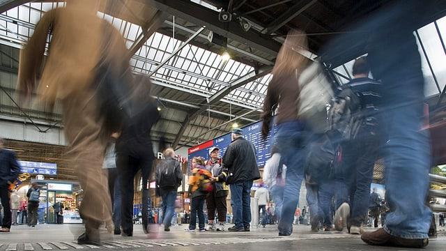 Blick in die grosse Halle des Zürcher Hauptbahnhofs.