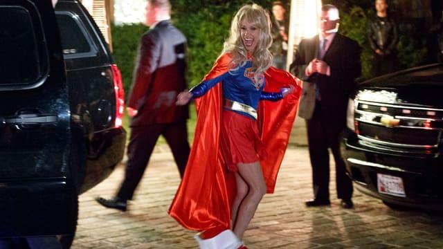 Kellyanne Conway als Superwoman verkleidet.
