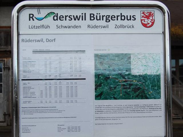 Die Tafeln an den Haltestellen des Bürgerbusses Rüderswil.