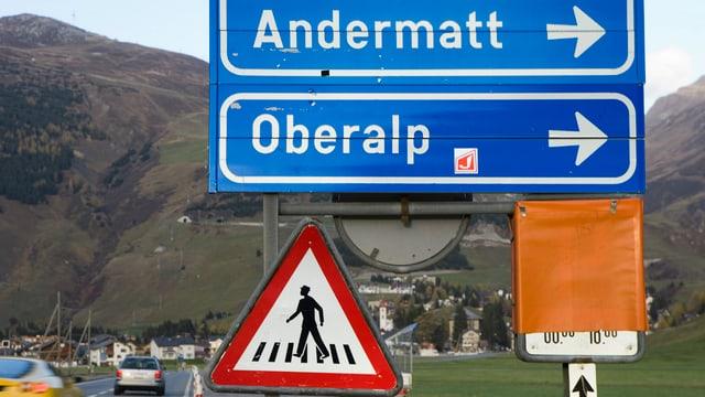 Verkehrsschilder Richtung Oberalppass