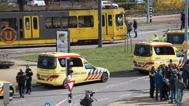 Tram ed ambulanzas.