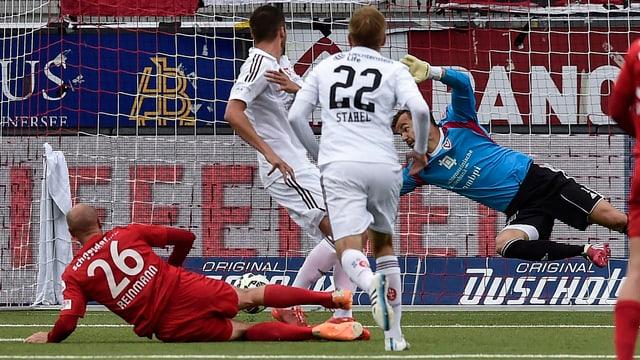 Der Innenverteidiger Reinmann trifft zum 2:0.